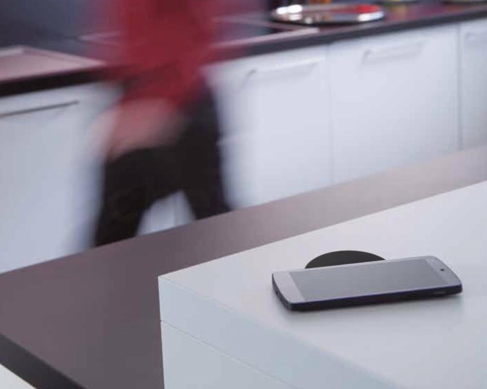 einbau ladespule induktive ladung ladestation sichtbares. Black Bedroom Furniture Sets. Home Design Ideas